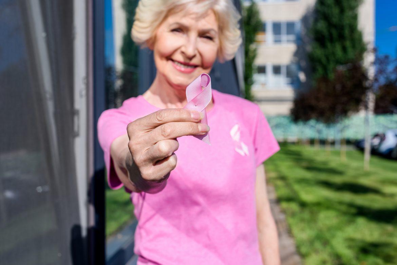 como e o cancer em mulheres com 70 anos ou mais